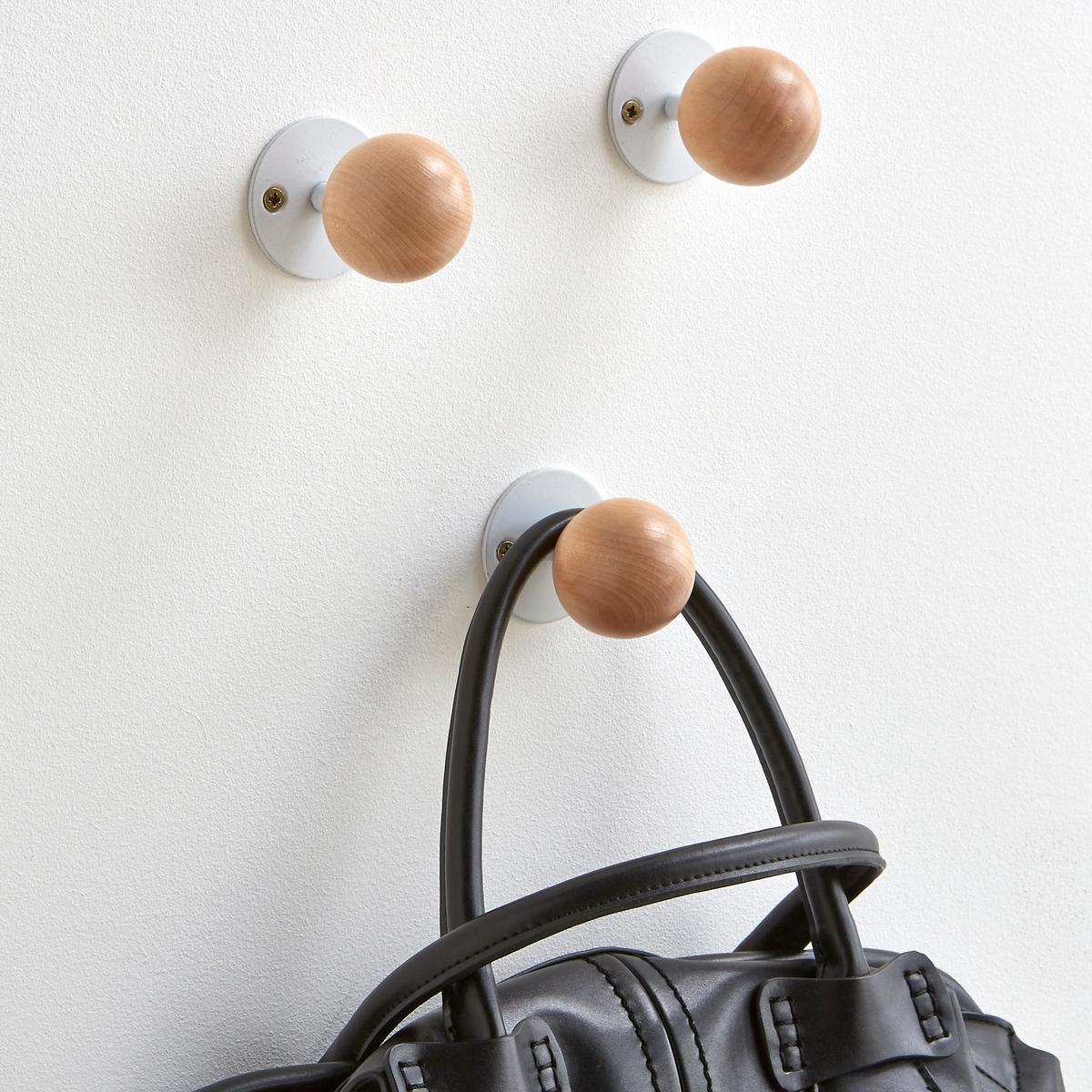 3 настенных вешалки с крючками AGAMA3 настенных вешалки с крючками из натуральной березы: располагайте их так, как Вам вздумается! Основание из металла с покрытием белым или черным лаком. Крепления в комплект не входят.Размеры 1 вешалки:Диаметр: 5 см.<br><br>Цвет: белый<br>Размер: единый размер