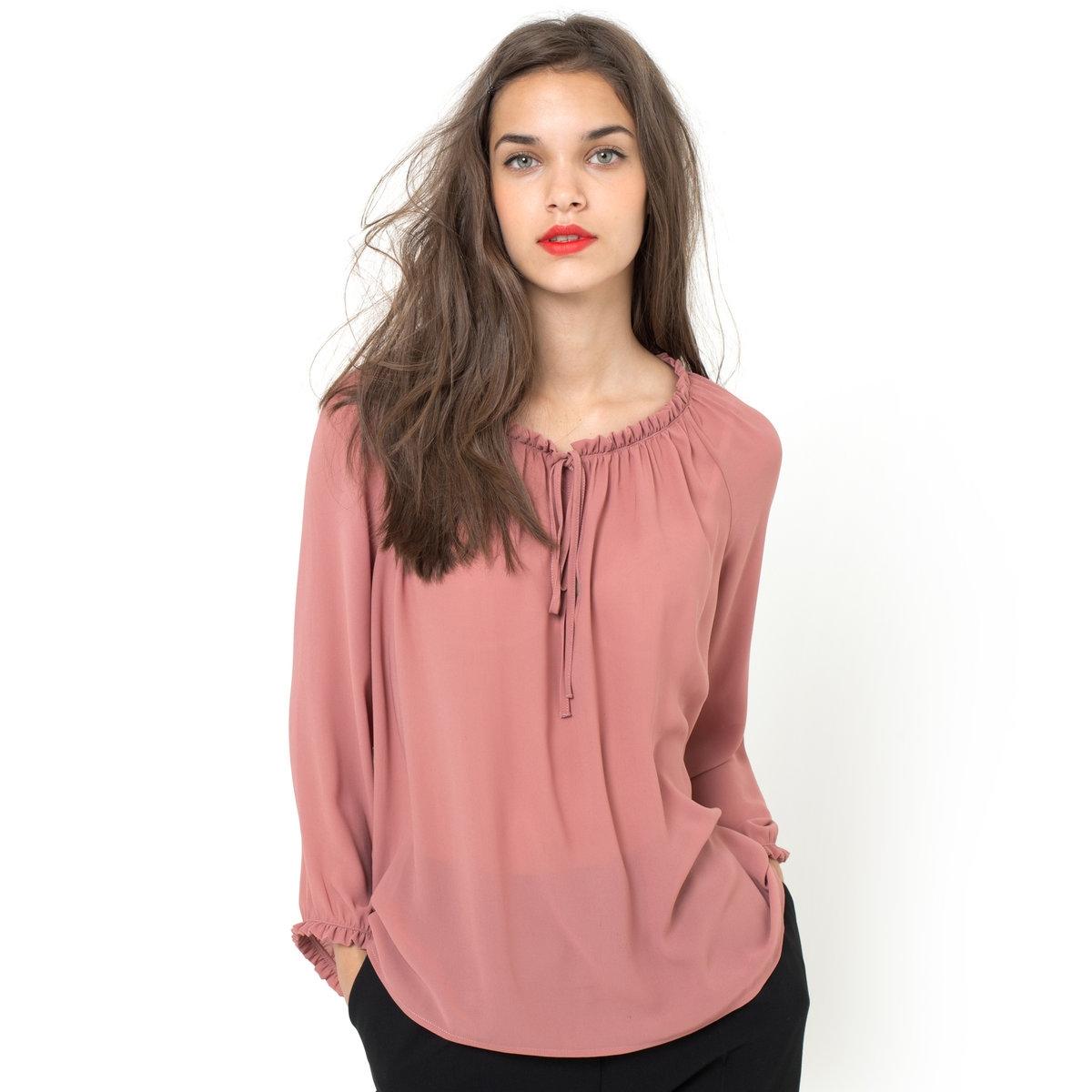 Блузка с рукавами 3/4Блузка из струящегося материала с рукавами 3/4, 100% полиэстера. Рукава собраны внизу и украшены мелкими воланами. Небольшие завязки на вырезе. Длина 58 см.<br><br>Цвет: розовый<br>Размер: 34 (FR) - 40 (RUS)