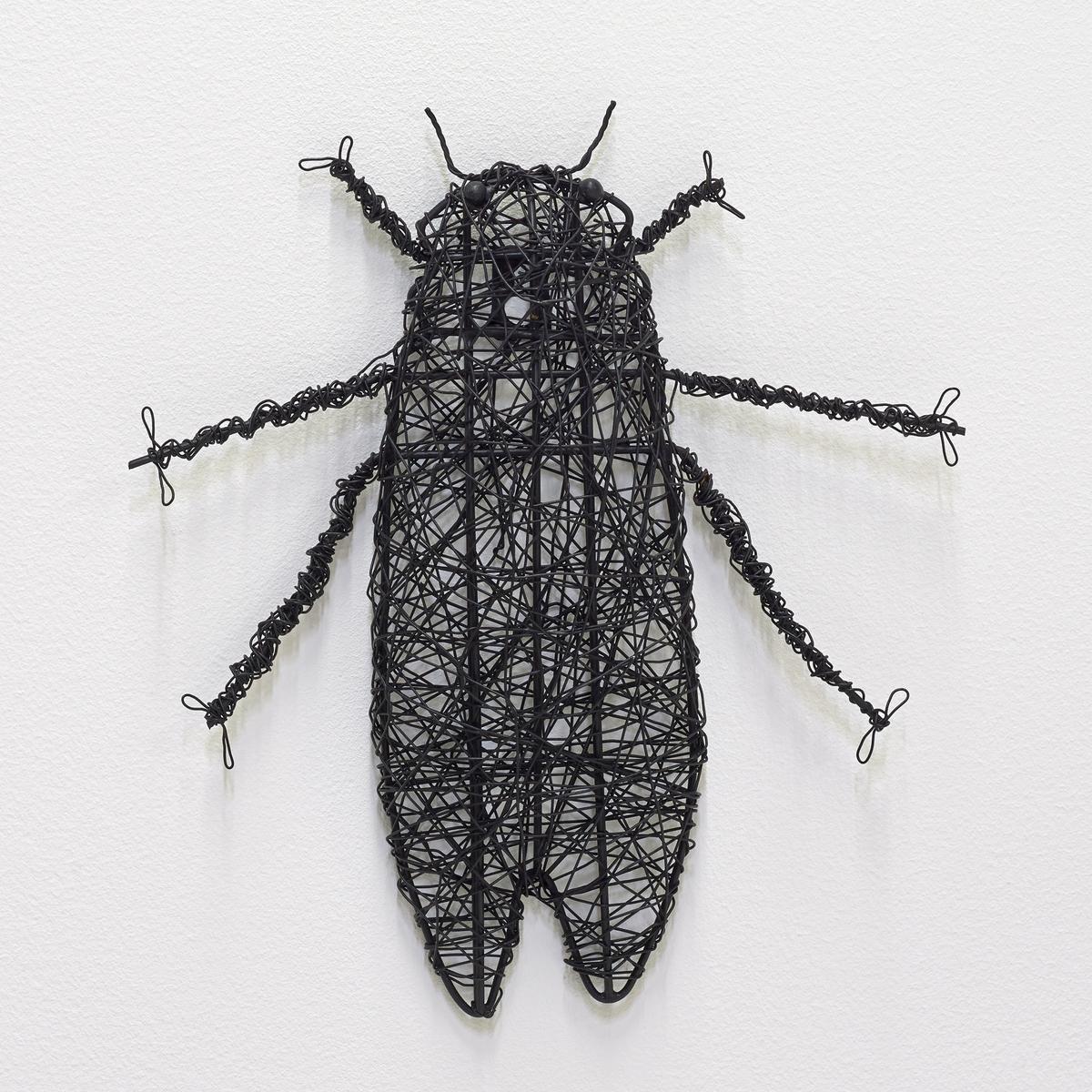 Насекомое металлическое MichiЦикада.Из чёрного металла.Можно поставить или прикрепить на стену .Размеры:. 16 x 26 x 3 см.<br><br>Цвет: металл черный