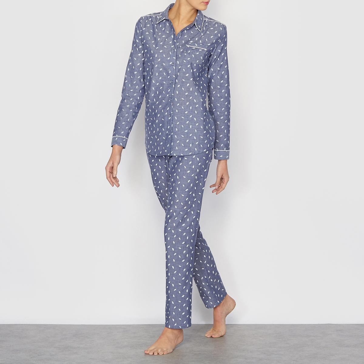Пижама из ткани шамбреПижама из ткани шамбре, верх под рубашку с классическим воротником, застежкой на пуговицы и окантовкой манжет   . Длина 67 см, с карманом . Брюки на эластичном поясе сзади, спереди на шнурке . Длина по внутр.шву 76 см .  100% хлопка.<br><br>Цвет: синий шамбре<br>Размер: 38/40 (FR) - 44/46 (RUS)