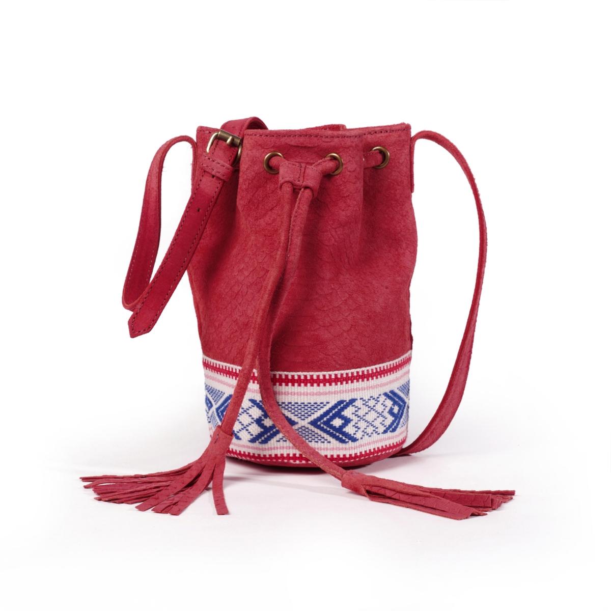 Сумка-мешок из кожиОписание:Красивая и модная сумка-мешок из рельефной кожи с этническим рисунком на завязках с помпонами.Состав и описание :Материал верха  : неотделанная кожа (яловичная)           подкладка : текстиль. Размеры : Д20 x В22 x Г13 смЗастежка : на завязкахВнутренние карманы : 1 карман для мобильного и 1 карман с застежкой на молниюРегулируемый наплечный ремень, размеры: В60 см.Сумка носится:: на плече<br><br>Цвет: красный,розовый,синий