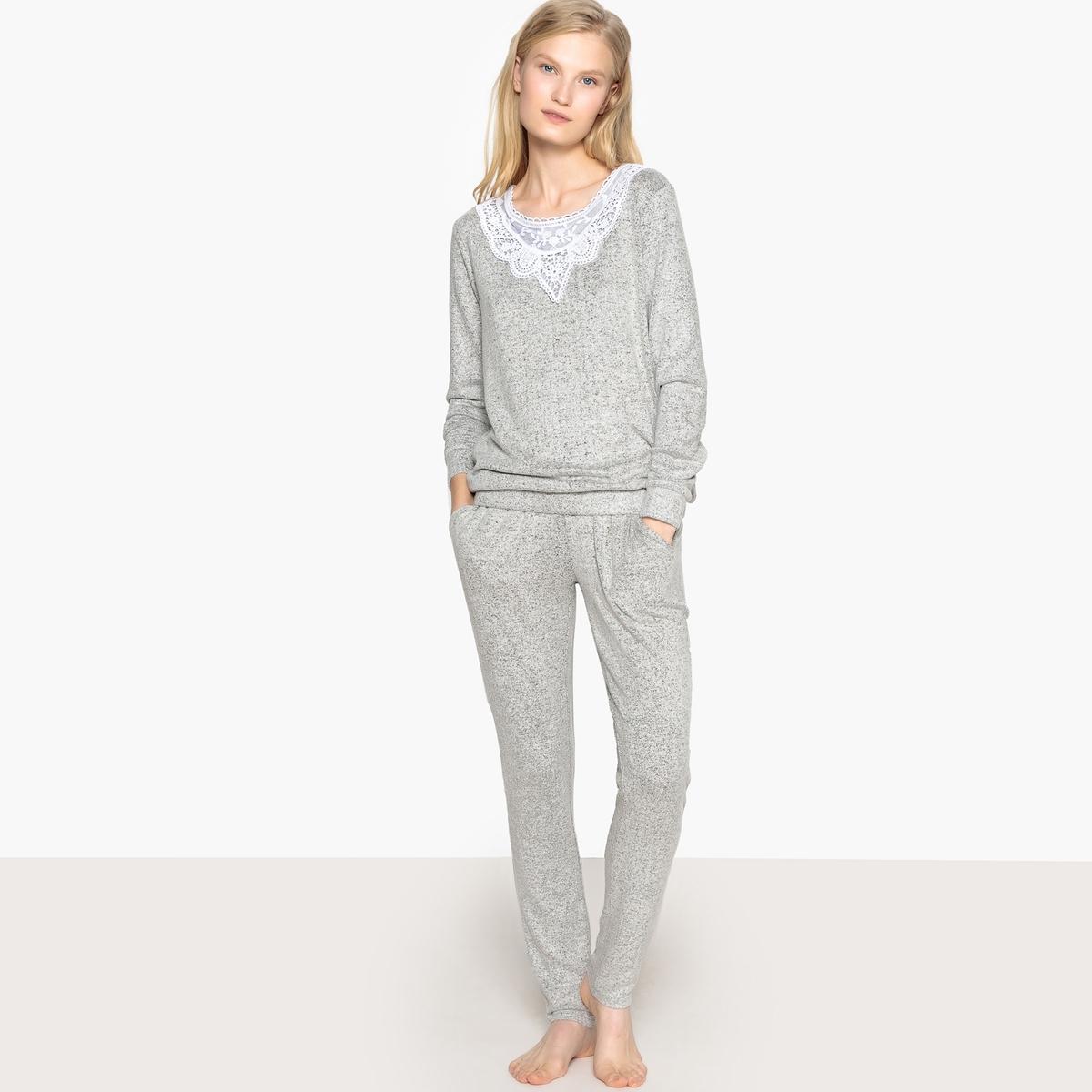 Pijama con detalle de encaje