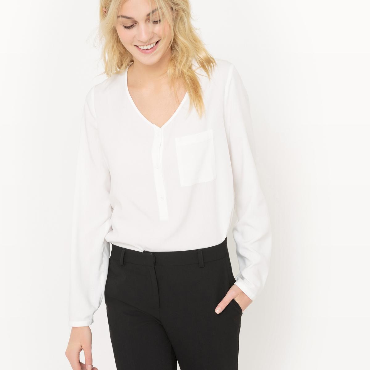 Блузка из струящейся ткани с V-образным вырезом и небольшим карманом