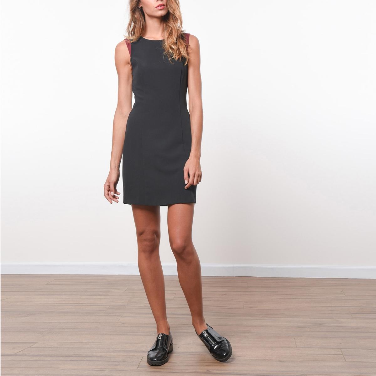 Платье без рукавов с перекрестным вырезом сзадиПлатье JOE RETRO. Круглый вырез.                          Состав и описание :Материал            90% полиэстера, 10% эластана             Марка            JOE RETRO                          Уход: :             Следуйте рекомендациям по уходу, указанным на этикетке изделия.<br><br>Цвет: черный<br>Размер: XL