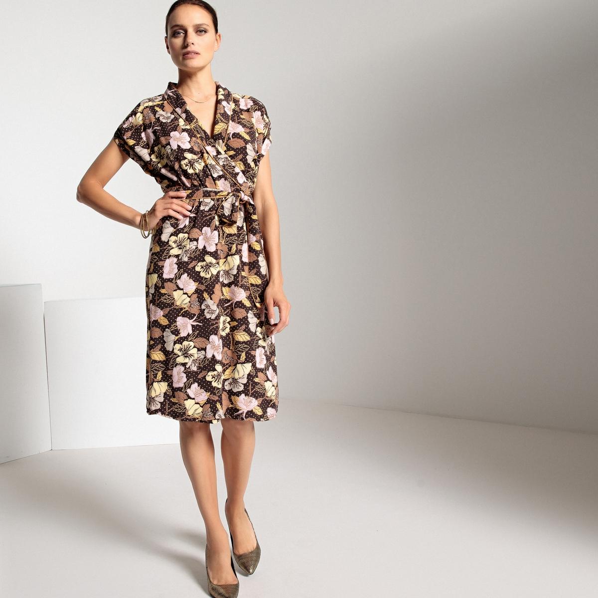 Półdługa sukienka kopertowa w kwiatowy wzór
