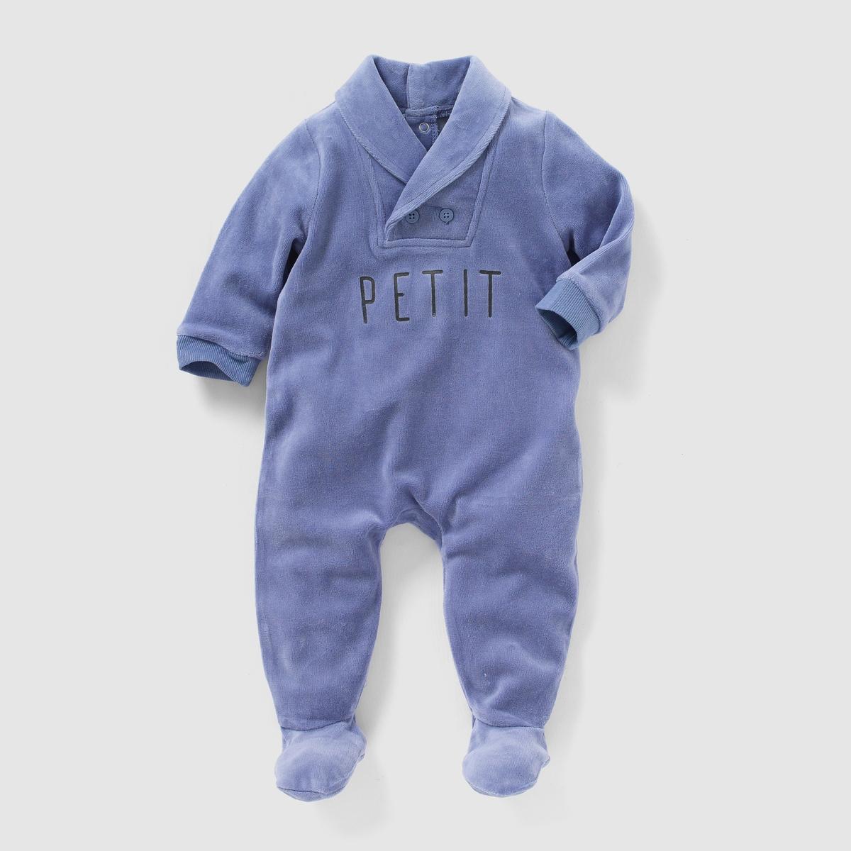 Пижама из велюра, 0 месяцев - 3 годаВелюровая пижама. Шалевый воротник с пуговицами. Надпись спереди. Клапан на кнопках и застежка на кнопки сзади. Нескользящая подошва начиная с размера 74 см (12 месяцев), эластичные вставки сзади для лучшей поддержки.Состав и описаниеМатериал: 75% хлопка, 25% полиэстера.Марка:   R mini УходСтирать и гладить с изнанки.Машинная стирка при 30°С в умеренном режиме с вещами подобных цветов.Машинная сушка в умеренном режиме.Гладить на средней температуре.<br><br>Цвет: синий