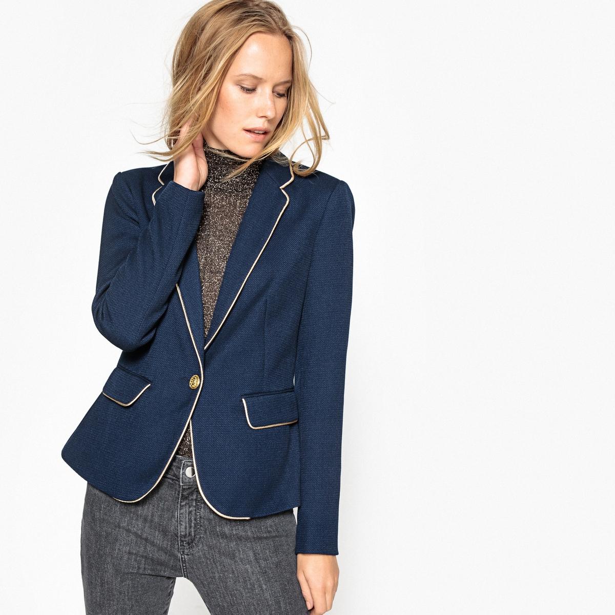 Куртка приталеннаяДетали •  Блейзер •  Приталенный покрой  •  Воротник-поло, рубашечный Состав и уход •  60% хлопка, 40% полиэстера  •  Следуйте советам по уходу, указанным на этикетке<br><br>Цвет: темно-синий<br>Размер: M