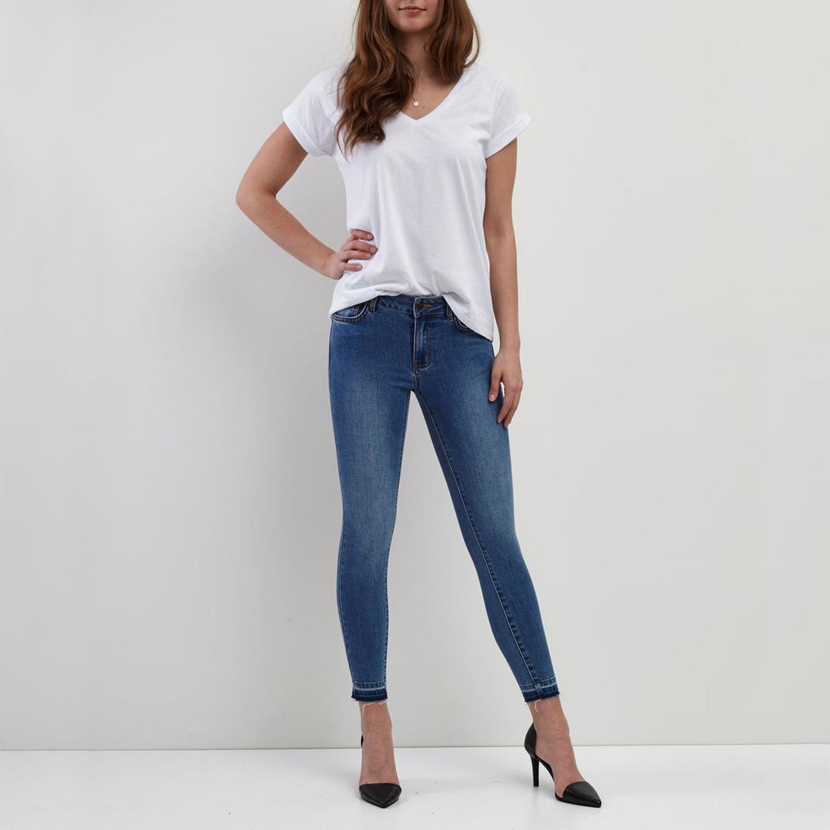 Джинсы узкие со стандартной талией, длина 32Материал : 7% вискозы, 65% хлопка, 2% эластана, 26% полиэстера  Высота пояса : стандартная Покрой джинсов : узкий Длина джинсов : длина 32<br><br>Цвет: светлый деним<br>Размер: L