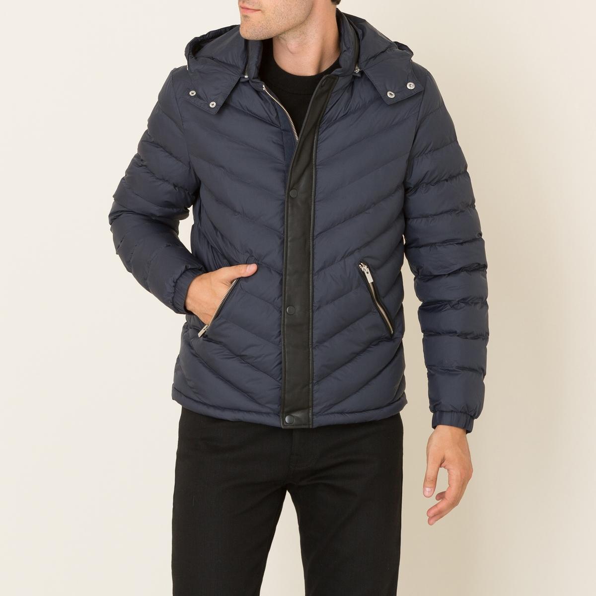 Куртка стёганая из двух материаловСостав и описание Материал : Текстиль: 100% полиамид Детали: 100% кожа ягненкаНаполнитель: 100% полиэстерПодкладка из 100% полиамида Подкладка карманов: 100% полиэстерМарка : THE KOOPLES<br><br>Цвет: темно-синий