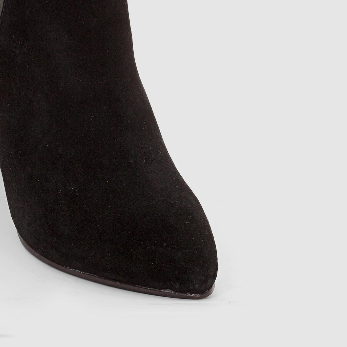 Ботильоны кожаные на танкеткеМарка : R studioВерх : яловичная кожаПодкладка : кожаСтелька : кожаПодошва : из эластомера Застежка : на молниюКаблук : 9 смПреимущества : дополнительный комфорт благодаря подошве-танкетке и элегантный высокий каблук !<br><br>Цвет: черный<br>Размер: 40.38.37