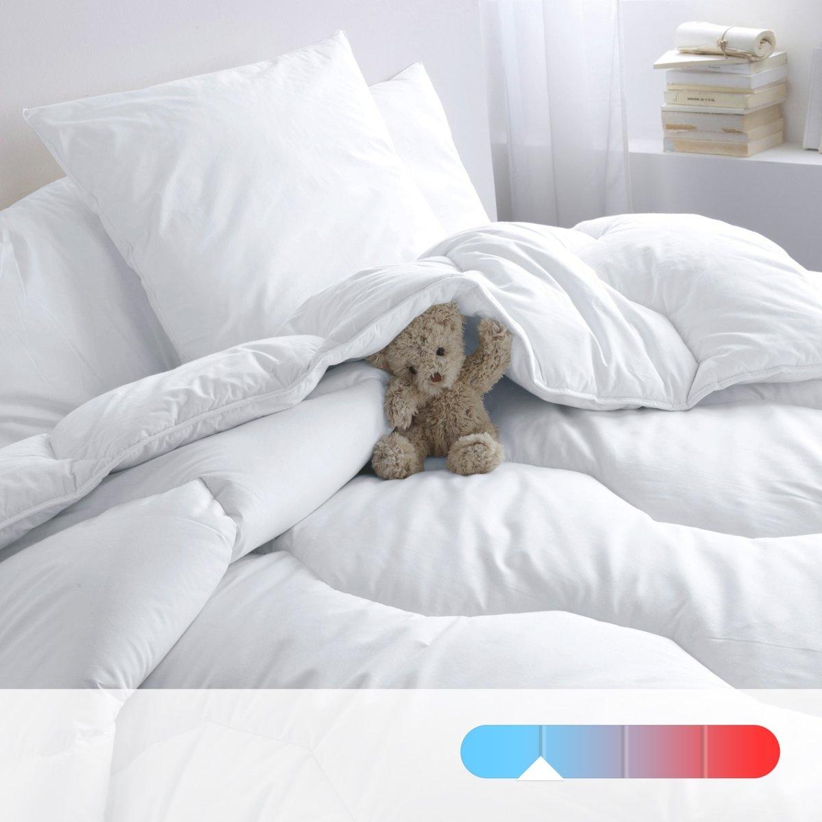 Одеяло синтетическое для летнего периодаОдеяло высокого качества для летнего периода от Redoute (175 г/м?) гарантирует мягкость и комфорт. Идеально при температуре воздуха в комнате от 22° и выше .     Наполнитель : 100% полиэстер supraloft, полые волокна с силиконовым покрытием обеспечивают мягкость и пышность.          Верх: 100% хлопок.          Отделка : Прострочка шестиугольниками.Отделка кантом, укрепленная двойная прострочка.          Уход: : стирка при 40° . Возможна барабанная сушка на умеренном режиме      .          Продается в сумке-чехле<br><br>Цвет: белый<br>Размер: 200 x 200  см.240 x 220  см.260 x 240  см