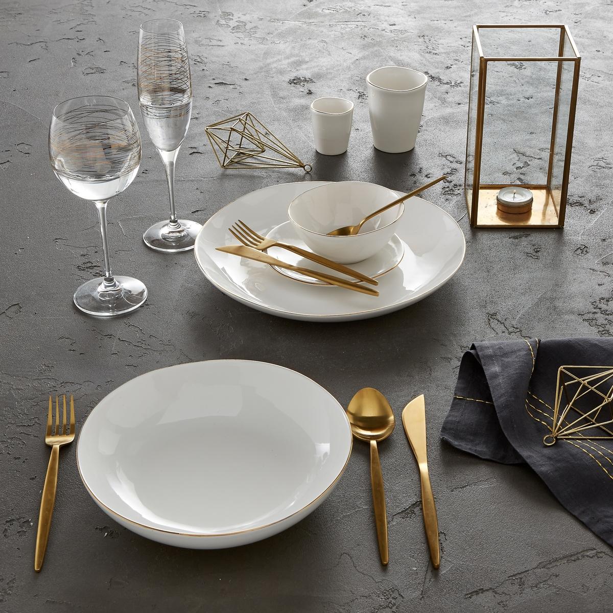 Комплект из 4 десертных тарелок из фаянса, CatalpaКомплект из 4 десертных тарелок Catalpa. Элегантная и неподвластная времени посуда из фаянса, покрытого белой глазурью, с тонкой каймой золотистого цвета. Органичная форма и неравномерные контуры придают этим тарелкам нотку оригинальности. Сделано в Португалии. - Размеры : ?21 x В.2,5 см.<br><br>Цвет: золотисто-белый<br>Размер: единый размер