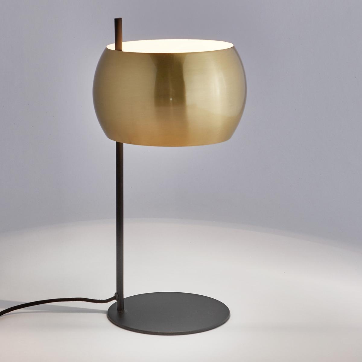 Лампа настольная из металла черного цвета и латуни, EloriНастольная лампа из металла Elori. Благодаря строгой форме и отделкой латунью лампа подходит для любой комнаты и придаст модных ноток вашему декору.Описание настольной лампы из металла Elori :Патрон G9 для лампы макс. 25 Вт продается отдельно).Светильник совместим с лампами класса энергопотребления : Х. Характеристики настольной лампы из металла Elori :Ножка и основание из металла с покрытием эпоксидной краской.Абажур из металла с покрытием латунью.Другие модели коллекции Elori вы можете найти на сайте laredoute.ruРазмеры настольной лампы из металла Elori :Высота 42 см, длина 23 см, глубина 23 см.Абажур : ?25 x В.13 см. Размер и вес посылки : 1 посылкаШ.29 x Г.29 x В.50 см.1,6 кг.<br><br>Цвет: черный/латунь
