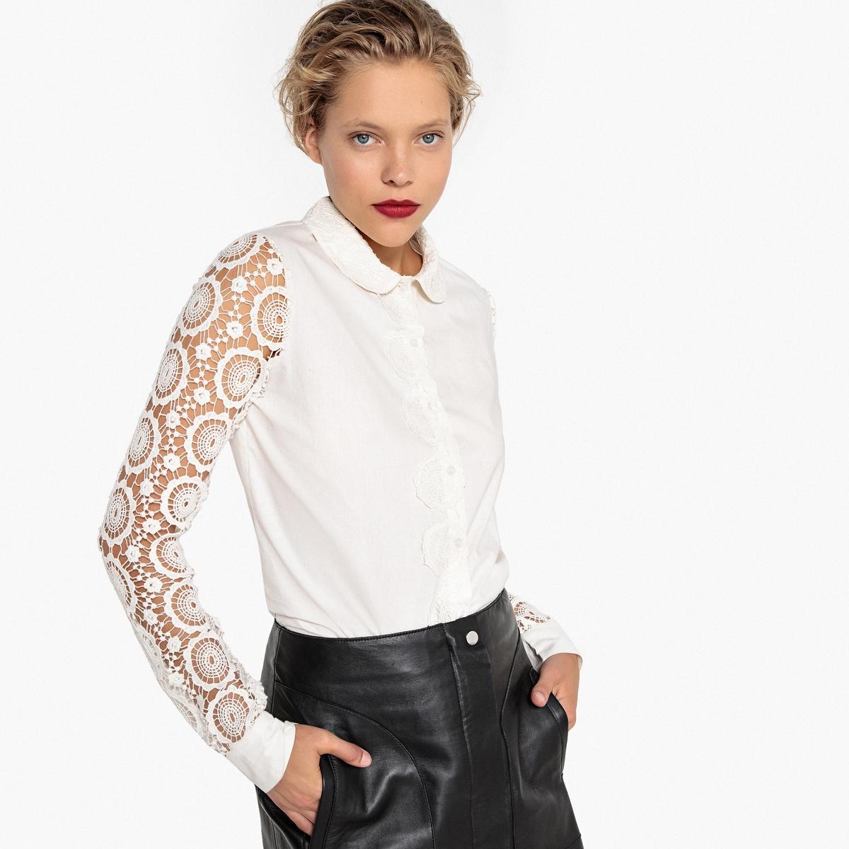 Camisa de guipur sobre las mangas y el cuello