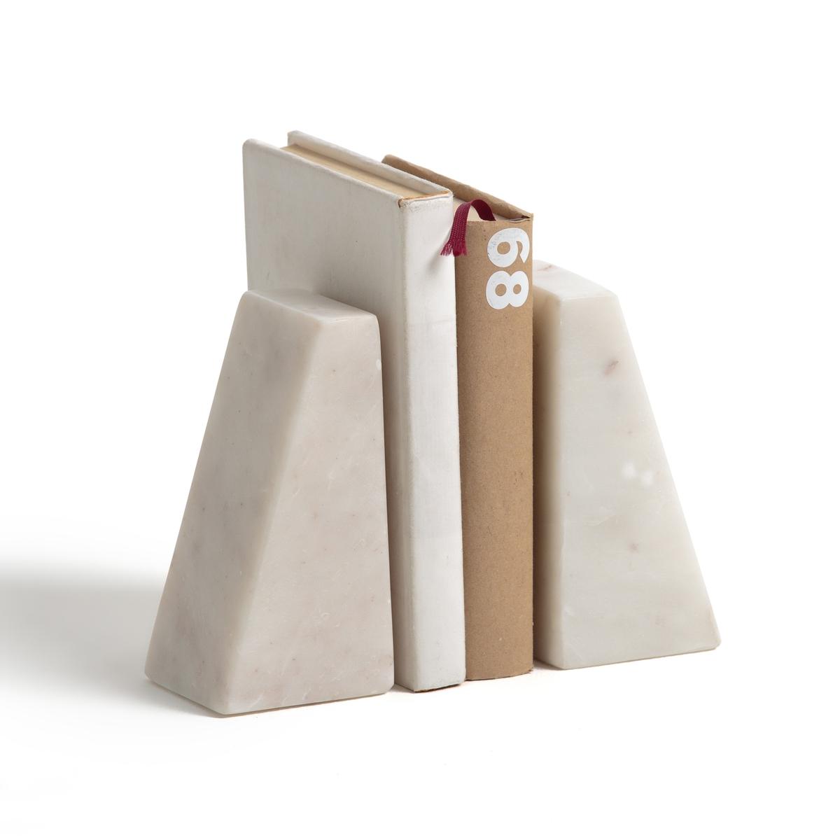 2 подставки для книг из мрамора MAREN2 подставки для книг из мрамора Maren .Строгий, элегантный и функциональный дизайн .Ценный материал изготовления- мрамор .2 подставки для книг из мрамора Maren  :- Из мрамора.- Размеры: Выс15 x ширина 7,5 см . - Продаются в комплекте из 2 штук.Найдите всю коллекцию декора на сайте laredoute .ru<br><br>Цвет: белый
