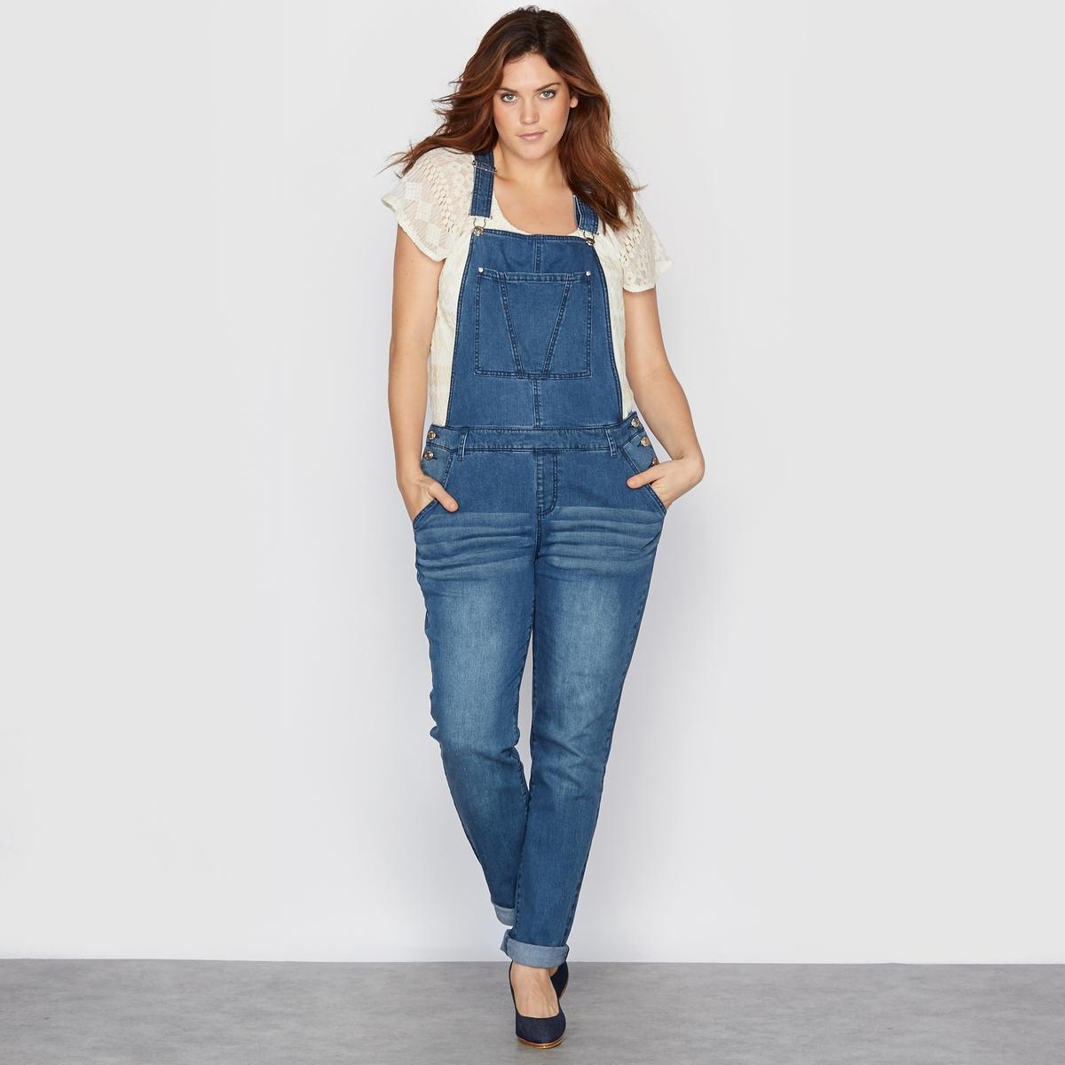 Комбинезон из денимаКомбинезон из денима. В этом сезоне джинсовый комбинезон снова на пике моды! Спереди манишка с большим накладным карманом. 5 карманов. Регулируемые бретели. Застежка на пуговицы сбоку. Пояс со шлевками. 98% хлопок, 2% эластана. Длина по внутреннему шву 78 см., ширина по низу 17 см.<br><br>Цвет: синий потертый<br>Размер: 42 (FR) - 48 (RUS).44 (FR) - 50 (RUS).50 (FR) - 56 (RUS).52 (FR) - 58 (RUS).54 (FR) - 60 (RUS).56 (FR) - 62 (RUS)