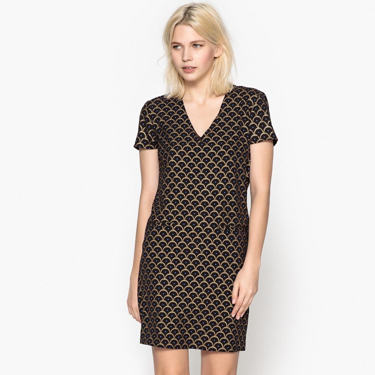 Платье прямое средней длины с графическим принтом