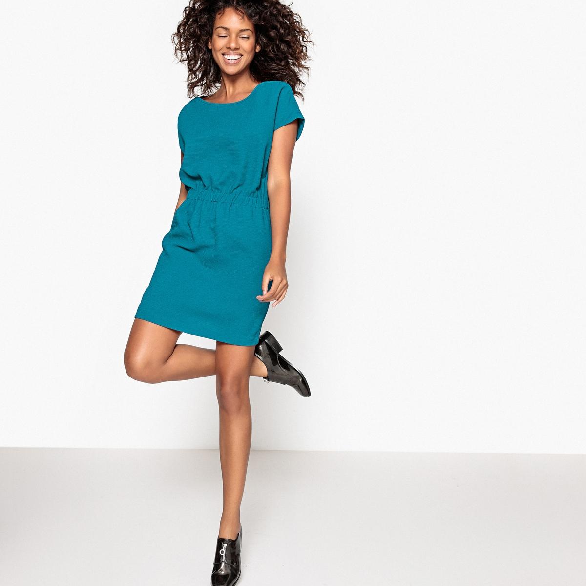 Платье однотонное с эластичным поясом