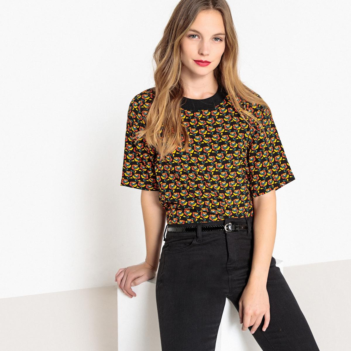Blusa com gola redonda, estampado floral, mangas curtas