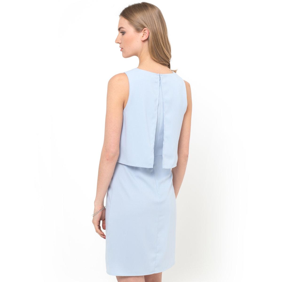 Платье без рукавовПлатье из крепа, 100% полиэстера. Наложение с эффектом 2 в 1. Круглый вырез. Фантазийная вышивка на плечах. Застежка на скрытую молнию сзади. Расклешенная юбка. Длина 90 см.<br><br>Цвет: небесно-голубой<br>Размер: 48 (FR) - 54 (RUS)