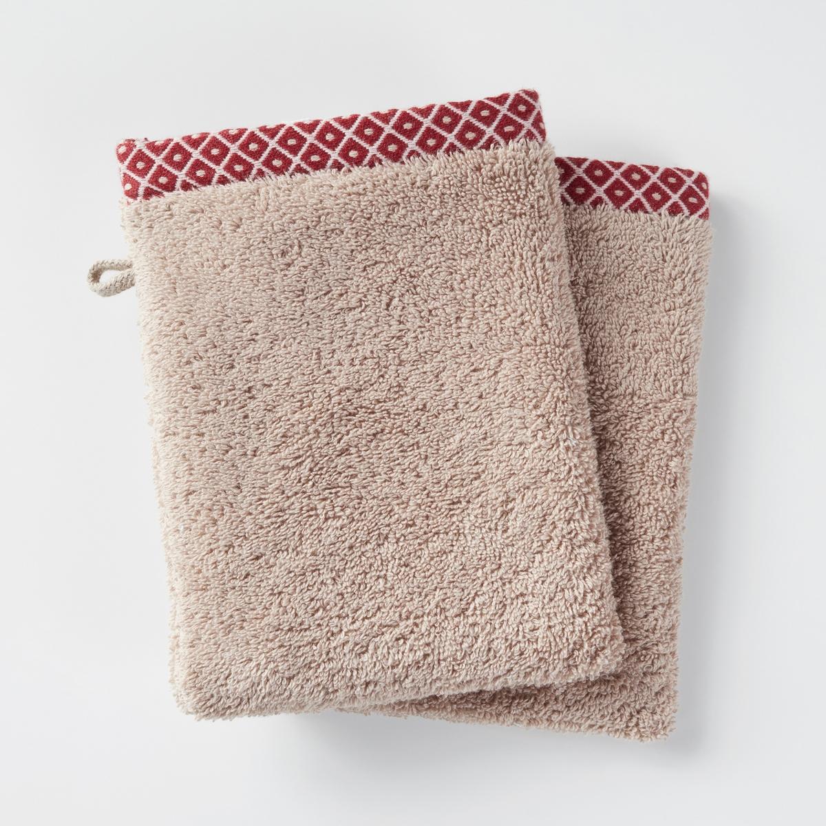 Комплект из 2-х банных рукавичек, 100% хлопка, EVORAКомплект из 2-х банных рукавичек, EVORA, с цветной кромкой, из 100% хлопка. Мягкий, плотный хлопок отличного качества  банные рукавички хорошо сочетаются со всеми банными принадлежностями этой коллекции.Характеристики:Материал: махровая ткань, 100% хлопка, 500 г/м?.Уход: Машинная стирка при 60°С.Размеры:- 15 x 21 см.<br><br>Цвет: бежевый,кирпичный,сине-зеленый
