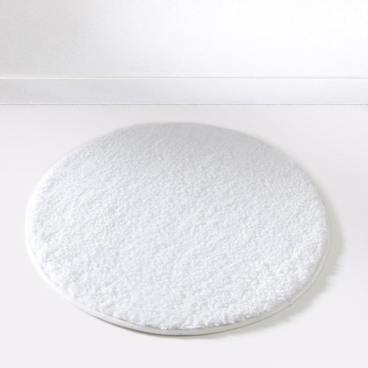 Коврик для ванной SCENARIOОчень удобный толстый коврик для использования рядом с душем или ванной, великолепное качество от Sc?nario, - это гарантия удовольствия, которое останется с вами надолго.Состав коврика для ванной Scenario:Пушистая одноцветная микрофибра, 1500 г/м2.100% полиэстера.Диаметр коврика для ванной Scenario:60 см, 7 цветов: бежевый / белый / голубой / темно-серый / черный / зеленый анисовый / фиолетовый сливовый.<br><br>Цвет: белый<br>Размер: единый размер