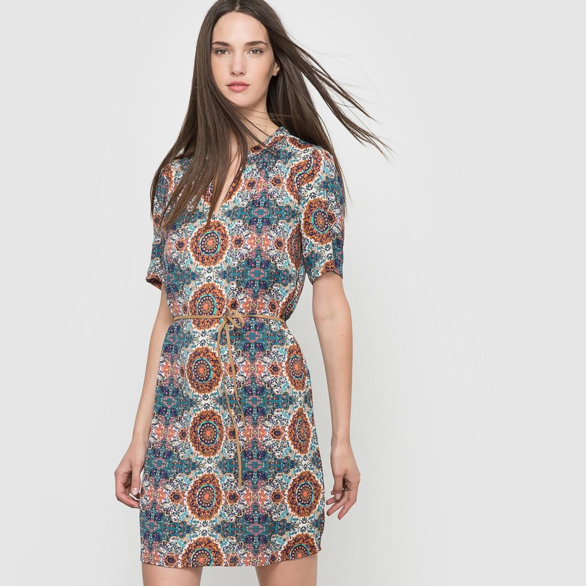 Платье с рисунком и короткими рукавами