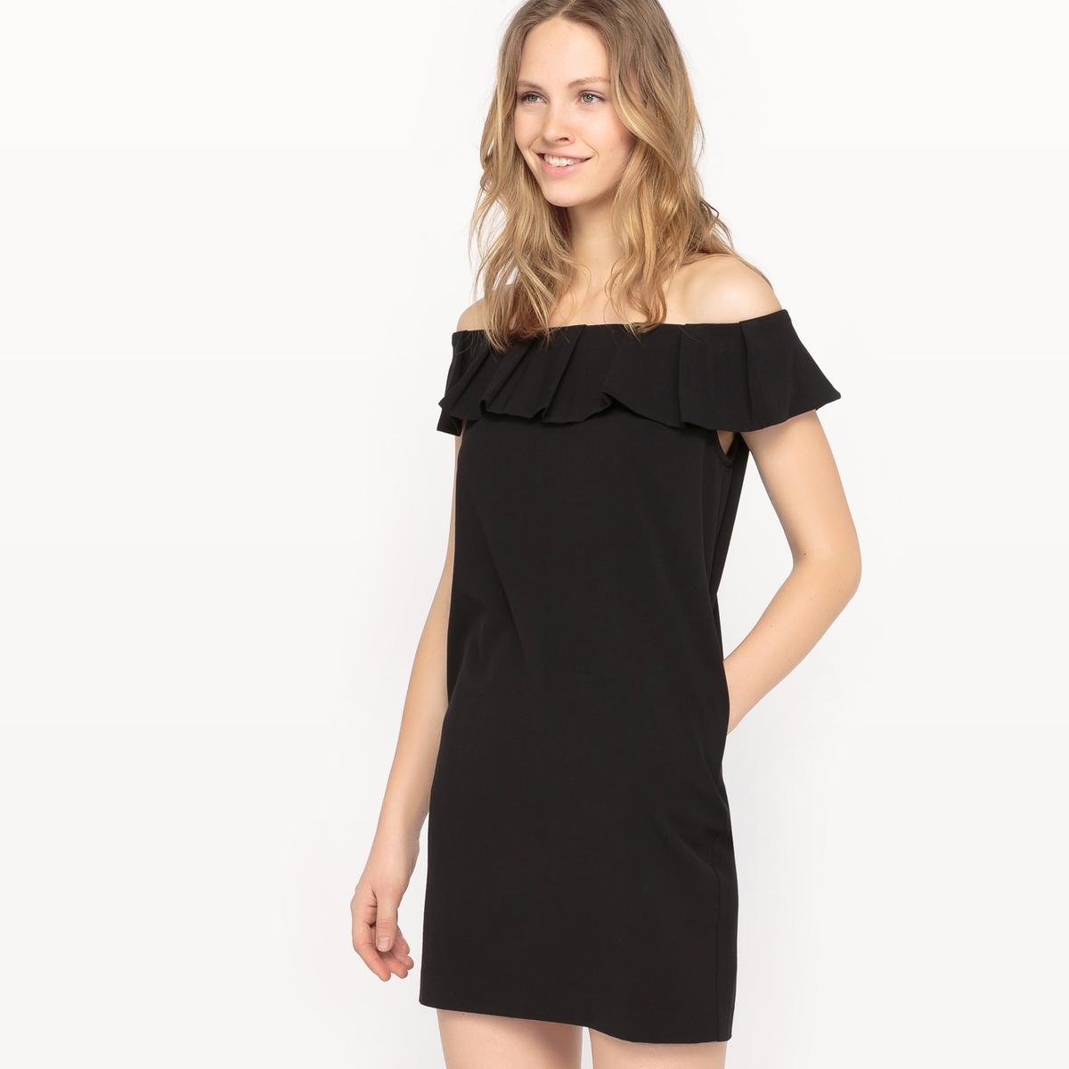 Платье с открытыми плечами и воланамиДетали  •  Форма :прямая •  Укороченная модель •  Короткие рукава    •  Без воротникаСостав и уход •  25% вискозы, 3% эластана, 72% полиэстера •  Подкладка:100% хлопок •  Следуйте советам по уходу, указанным на этикетке<br><br>Цвет: черный<br>Размер: L.M