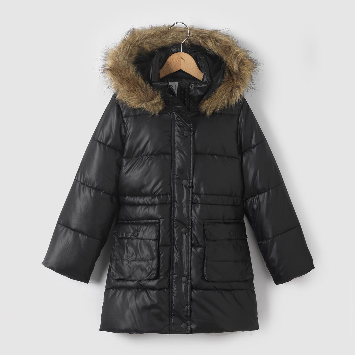 Стеганая куртка с капюшоном 3-12 летСтеганая куртка с капюшоном, на ватине и флисовой подкладке, с водоотталкивающей пропиткой. Капюшон оторочен искусственным мехом. Супатная застежка на молнию и пуговицы. Внутренняя завязка . 2 кармана спереди.Состав и описание : Материал         100% полиэстера. Искусственный мех 42% акрила, 35% полиэстера, 23% модакрила .Подкладка      100% полиэстер     Наполнитель     100% полиэстер Марка         R essentiel  Уход :Машинная стирка при 30°C с вещами подобных цветов.Стирать и гладить с изнаночной стороны.Машинная сушка в умеренном режиме..Гладить при умеренной температуре.<br><br>Цвет: черный<br>Размер: 3 года - 94 см