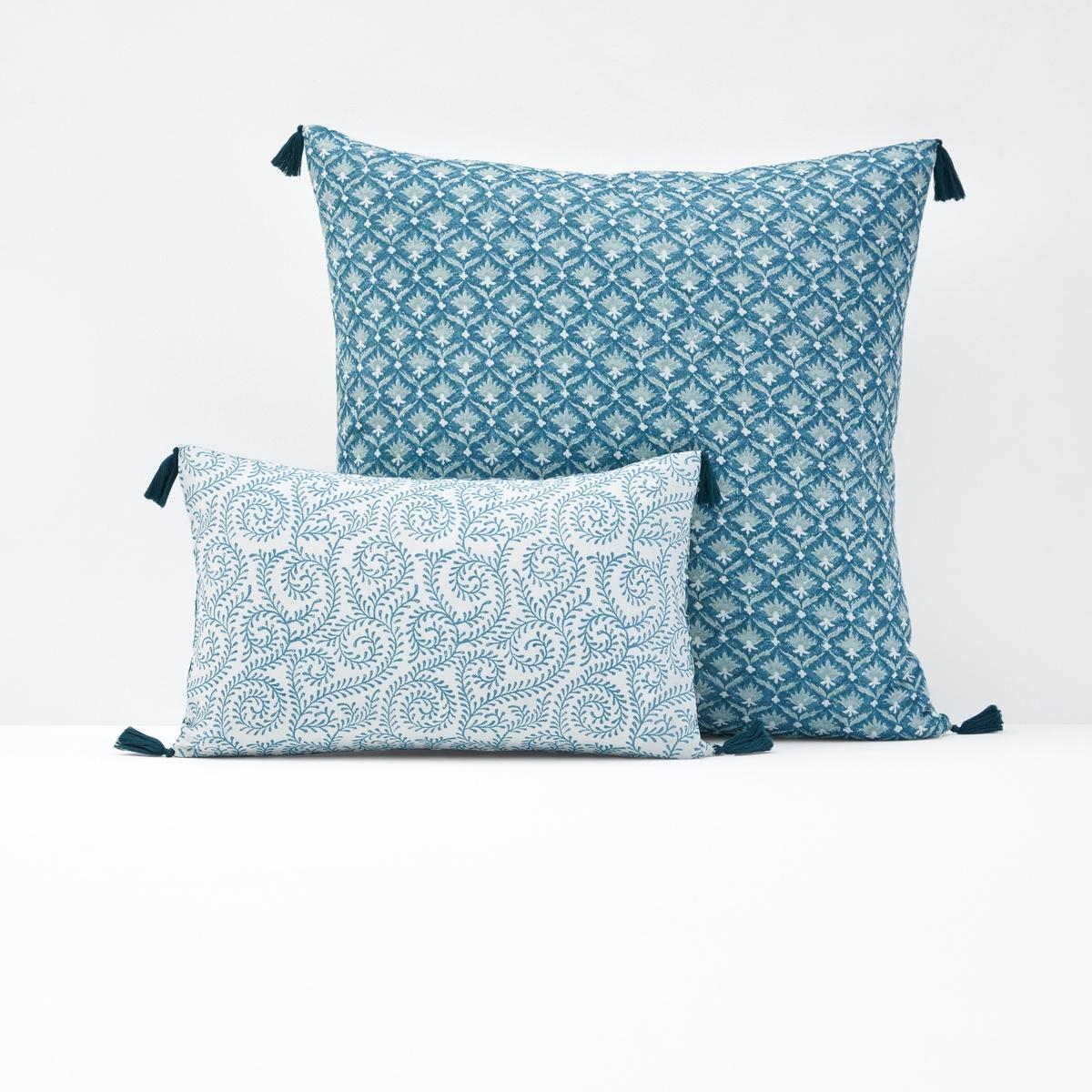 Чехол для подушки или наволочка ODISHAОписание чехла для подушки или наволочки Odisha:Разный рисунок с двух сторонОтделка кисточкойХарактеристики чехла для подушки или наволочки OdishaВерх из хлопковой вуали, наполнитель: 100 % полиэстер (150 г/см?).Стирка при 40°С<br><br>Цвет: сине-зеленый/бледно-зеленый