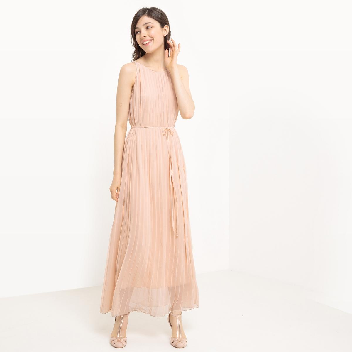 Платье средней длины с плиссировкой