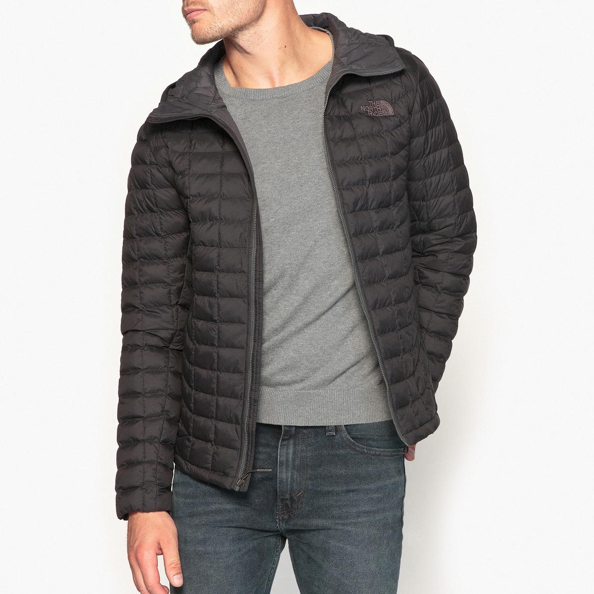 Куртка короткая с капюшоном, зимняя модельДетали  •  Длина  : укороченная  •  Капюшон  •  Застежка на молнию  •  С капюшоном Состав и уход  •  100% полиамид  •  Следуйте советам по уходу, указанным на этикетке<br><br>Цвет: черный