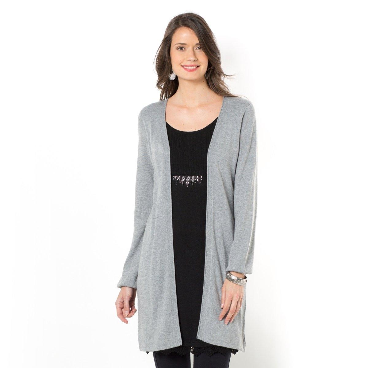 Пуловер-туника 2 в 1Эффект длинного кардигана, надетого на пуловер. Боковые линии подчеркнуты россыпью страз. Отделка низа гипюром. Длинные зауженные рукава со сборками на манжетах. Длина ок. 85 см. Трикотаж, 50% вискозы, 40% полиамида, 10% шерсти.<br><br>Цвет: серый меланж