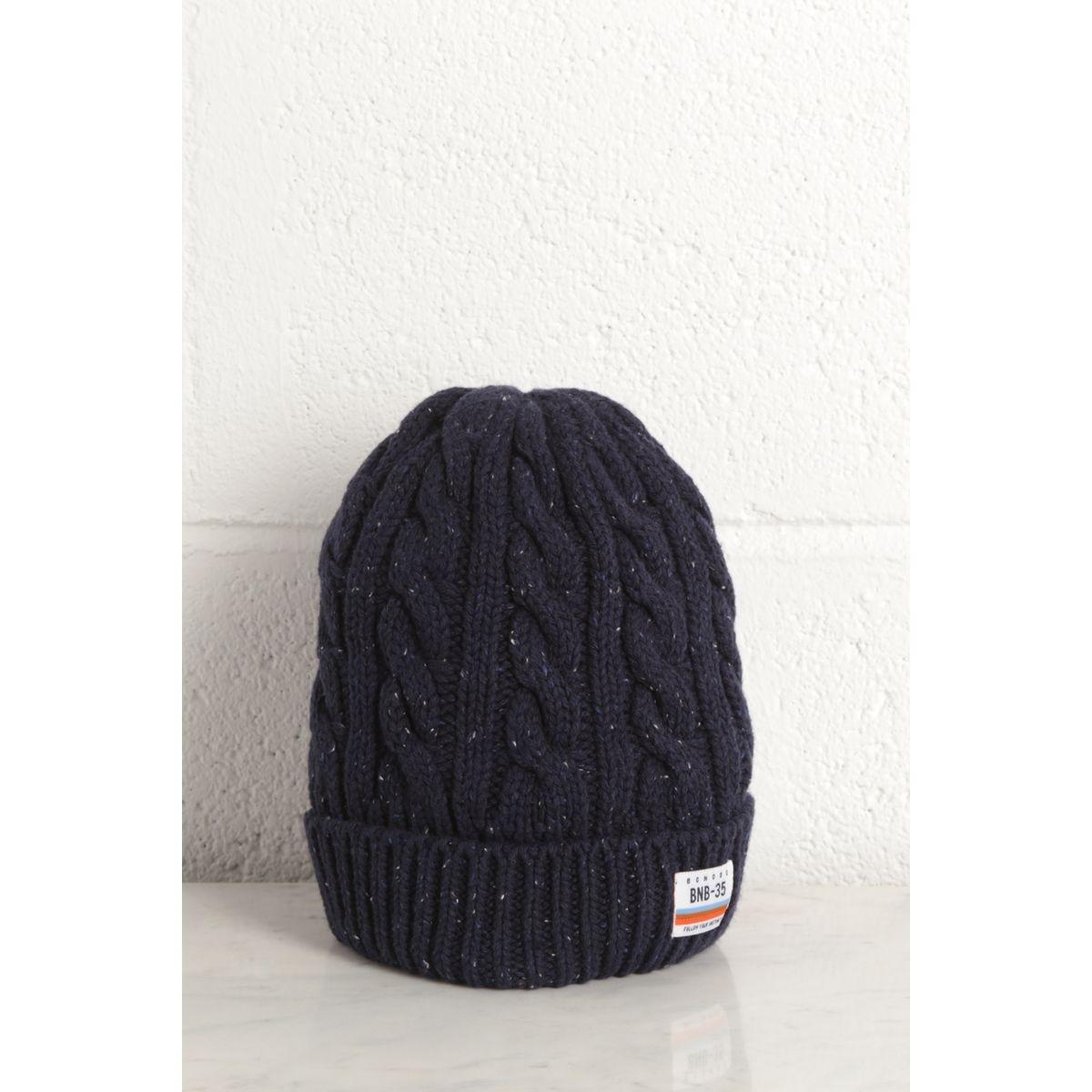 Bonnet tricoté à torsades