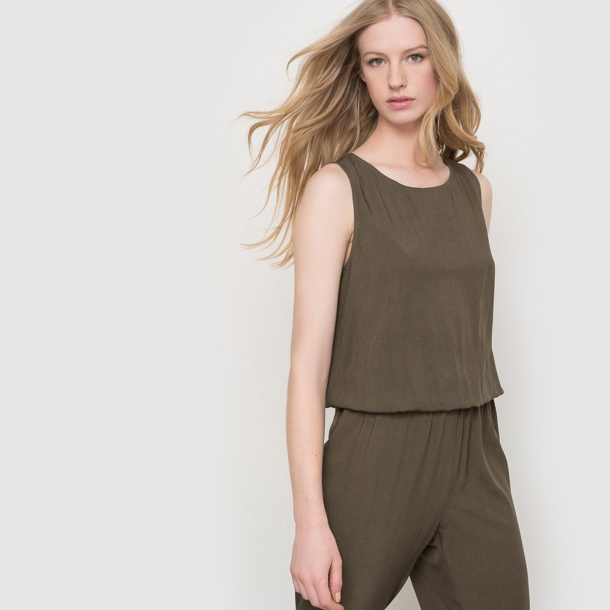 Комбинезон с брюками, спинка с вырезомКомбинезон с брюками, спинка с вырезом. Без рукавов, круглый вырез. Эластичный пояс. 2 прорезных кармана сзади.    Состав и описаниеМатериал: 100% вискозы.Длина по внутреннему шву: 76 см.Ширина по низу: 15 см.Марка: LES PETITS PRIX.УходМашинная стирка при 30°C с одеждой подобных цветов.Стирать и гладить с изнанки.Не рекомендуется машинная сушка.Гладить на низкой температуре.<br><br>Цвет: хаки<br>Размер: 40 (FR) - 46 (RUS).48 (FR) - 54 (RUS)