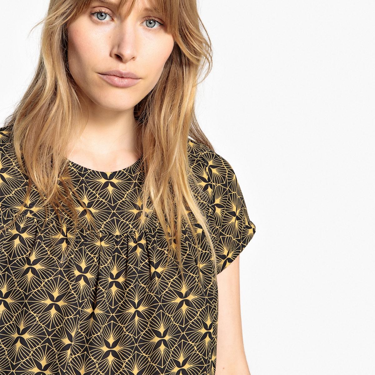 Блузка с рисунком и короткими рукавами
