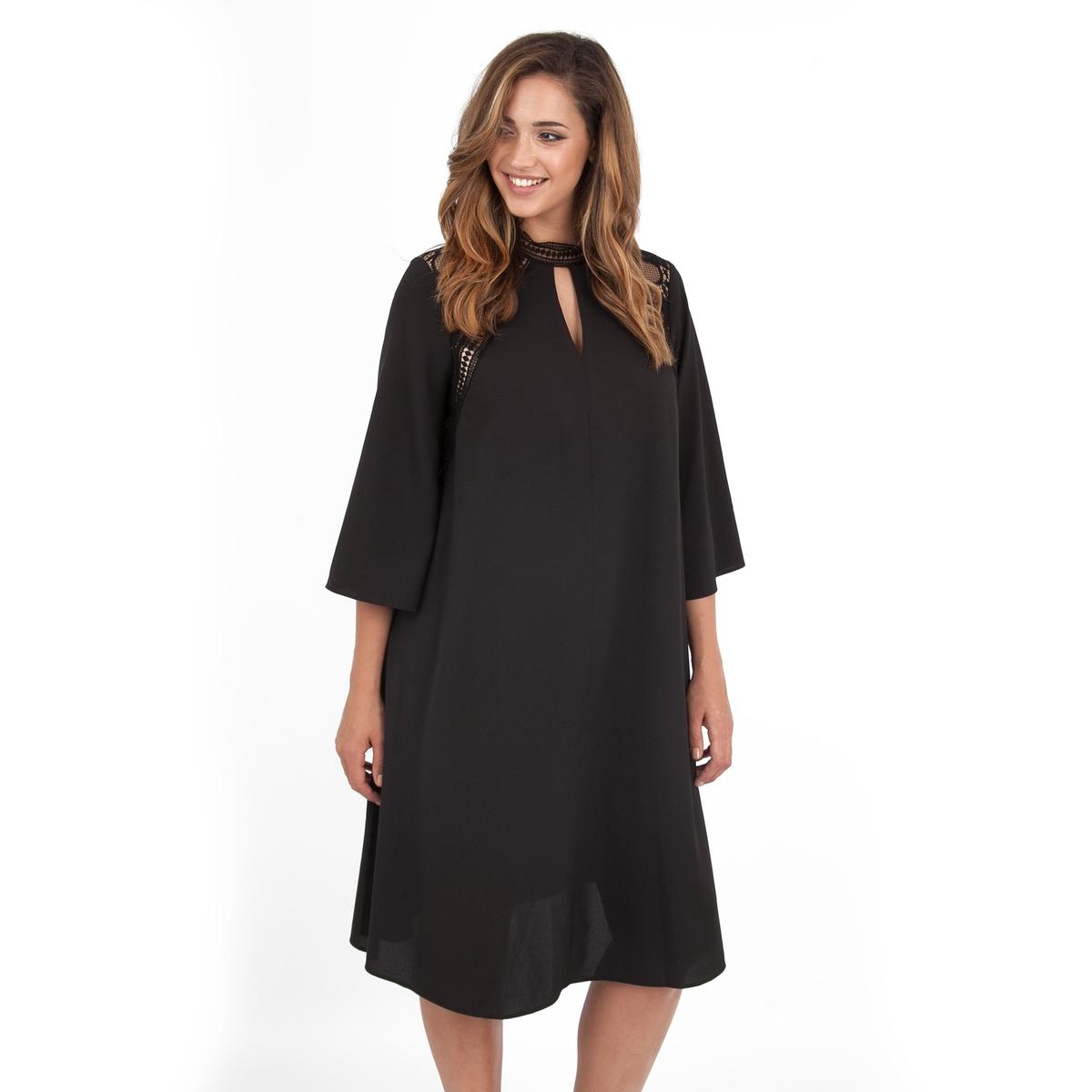 ПлатьеНебольшой разрез с кружевной вставкой сзади.<br><br>Цвет: черный<br>Размер: 54/56 (FR) - 60/62 (RUS)