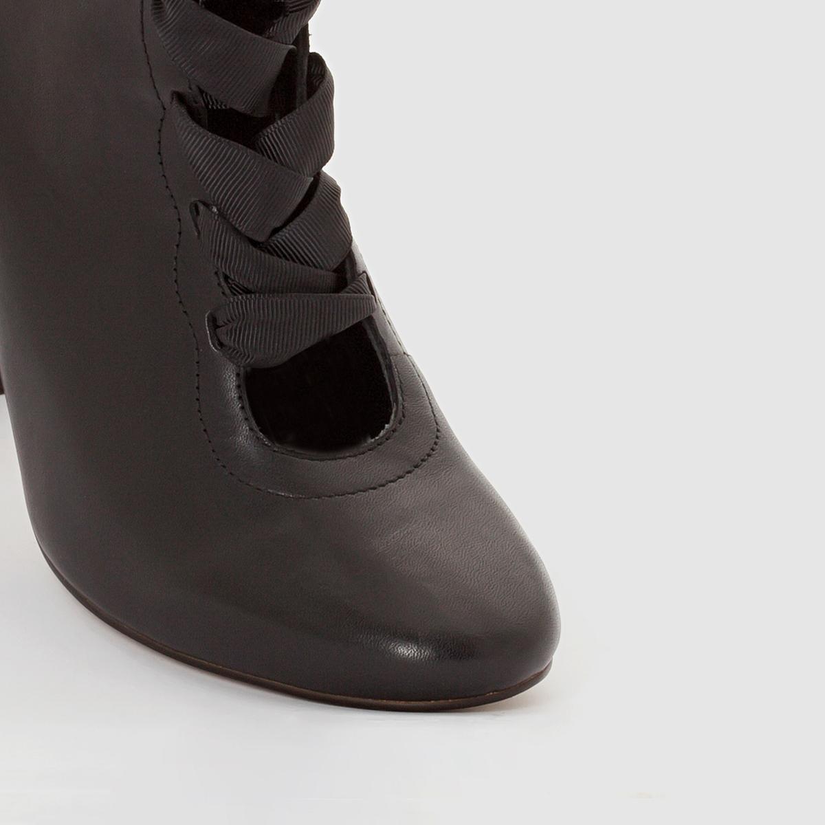 Ботильоны со шнуровкойБотильоны из кожи  SOFT GREY Верх : яловичная кожаПодкладка : кожаСтелька : кожаПодошва : эластомер Каблук : 9 см  Застежка : на молниюПреимущества : ботильоны на высоком каблуке с застежкой на молнию и шнуровкой спереди в стиле нео-ретро.<br><br>Цвет: черный<br>Размер: 38.40