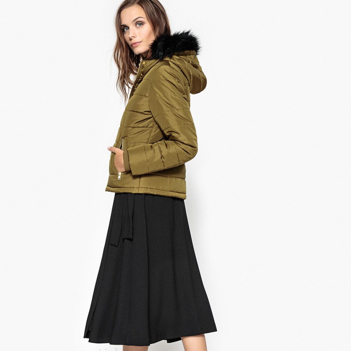 Куртка с капюшоном и синтетическим мехомОписание:Эта стеганая куртка с капюшоном отлично защитит вас от холода этой зимой. Эта короткая стеганая куртка отлично сочетается с вашими нарядами.Детали •  Длина : укороченная   •  Капюшон •  Застежка на молнию •  С капюшономСостав и уход •  100% полиэстер •  Подкладка : 100% полиэстер •  Следуйте рекомендациям по уходу, указанным на этикетке изделия •  Длина : 60 см<br><br>Цвет: темно-синий,хаки<br>Размер: 50 (FR) - 56 (RUS).46 (FR) - 52 (RUS).44 (FR) - 50 (RUS).42 (FR) - 48 (RUS).38 (FR) - 44 (RUS).52 (FR) - 58 (RUS).48 (FR) - 54 (RUS).44 (FR) - 50 (RUS).38 (FR) - 44 (RUS).46 (FR) - 52 (RUS).42 (FR) - 48 (RUS)