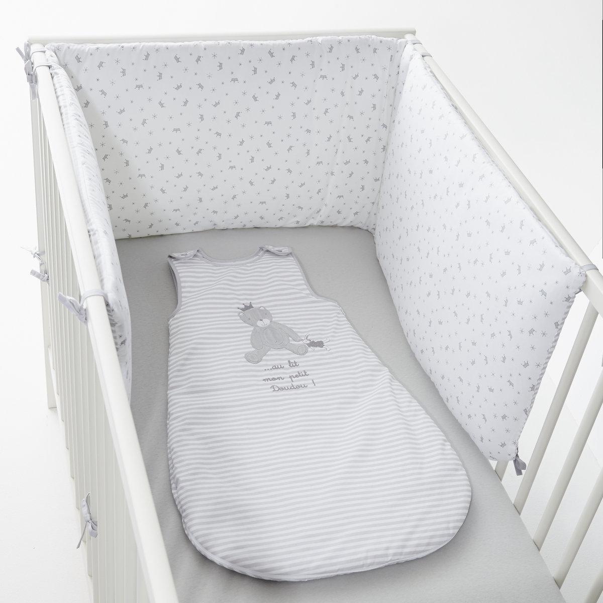 Защитная панель для детской кроватки коронаЗащитная панель для детской кроватки корона, из перкали, 100% хлопка. Лицевая сторона в полоску. Оборотная сторона однотонная, с рисунком в виде корон и звезд. 3 панели на завязках. Размеры : 40 x 180 см. Этот полог подходит для кроваток с решеткой 60 x 120 см и 70 x 140 см. Состав и описание :Материал: перкаль, 100% хлопка высокого качества (80 нитей/cm?).Наполнитель 100% полиэстер.Подкладка    100 % полиэстер    Уход: :Машинная стирка при 40°С<br><br>Цвет: серый/ белый