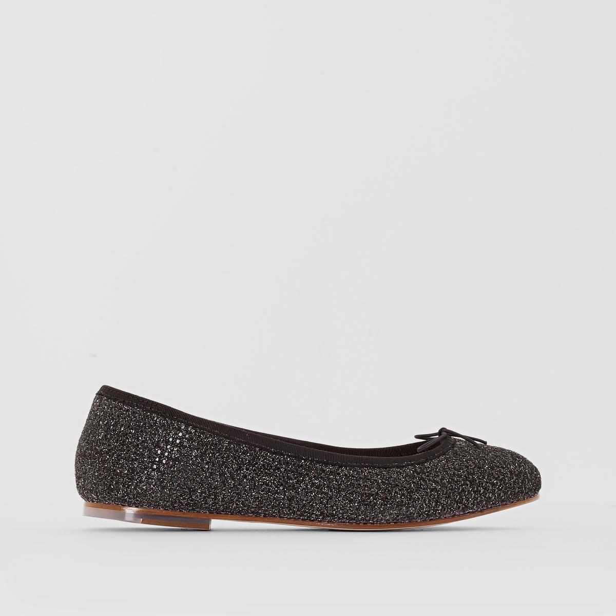 Балетки кожаные BLOCHПреимущества  : элегантные и изящные балетки BLOCH, немного блестящий верх и небольшой бантик спереди.<br><br>Цвет: черный