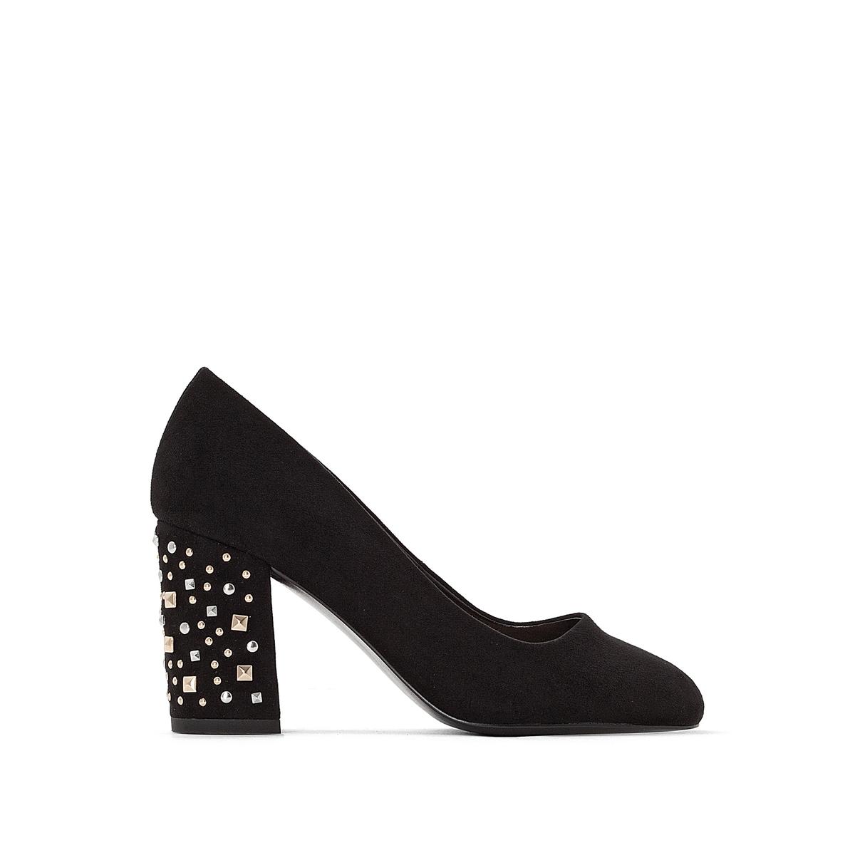 Sapatos com tacão fantasia