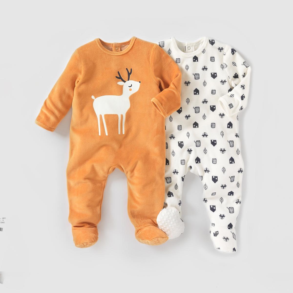 2 пижамы из велюра,  0 месяцев - 3 годаКомплект из 2 велюровых пижам. В комплект входят: 1 пижама с рисунком дом, олени и листья + 1 однотонная пижама с рисунком олень спереди. Клапан на кнопках и застежка на кнопки сзади. Нескользящая подошва начиная с размера 74 см (12 месяцев), эластичные вставки сзади для лучшей поддержки. Состав и описаниеМатериал:75% хлопка, 25% полиэстера.Марка: R essentielУходСтирать и гладить с изнанки.Машинная стирка при 30°С в умеренном режиме с одеждой подобных цветов.Машинная сушка в умеренном режиме.Гладить на средней температуре.<br><br>Цвет: Оранжевый + белый<br>Размер: 2 года - 86 см