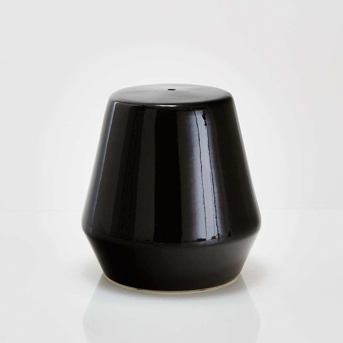 Столик журнальный или прикроватный из керамики, AmibiХарактеристики столика Amibi  :Эмалированная керамика .Размеры столика Amibi :Общие размерыДиаметр : 40 смВысота : 40 смДругие предметы декора - в коллекции на сайте laredoute.ru.Размеры и вес упаковки :1 упаковка50 x 53 x 51 см 9 кг  Доставка на дом:Доставка на дом осуществляется по предварительной договоренности!Внимание: Убедитесь в том, что товар возможно доставить на дом, учитывая его габариты(проходит в двери, по лестницам, в лифты).<br><br>Цвет: черный<br>Размер: единый размер
