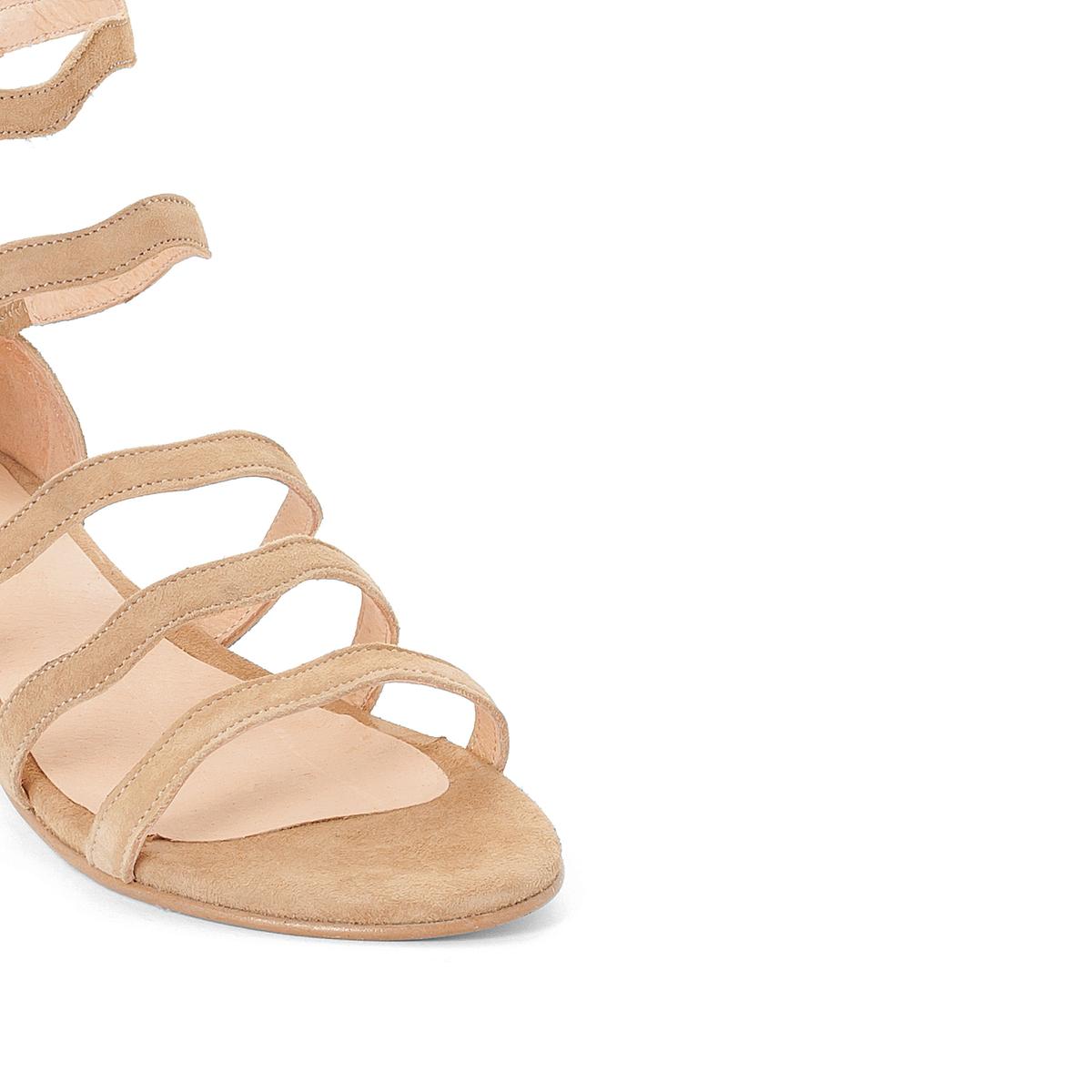 Босоножки кожаные на плоском каблуке