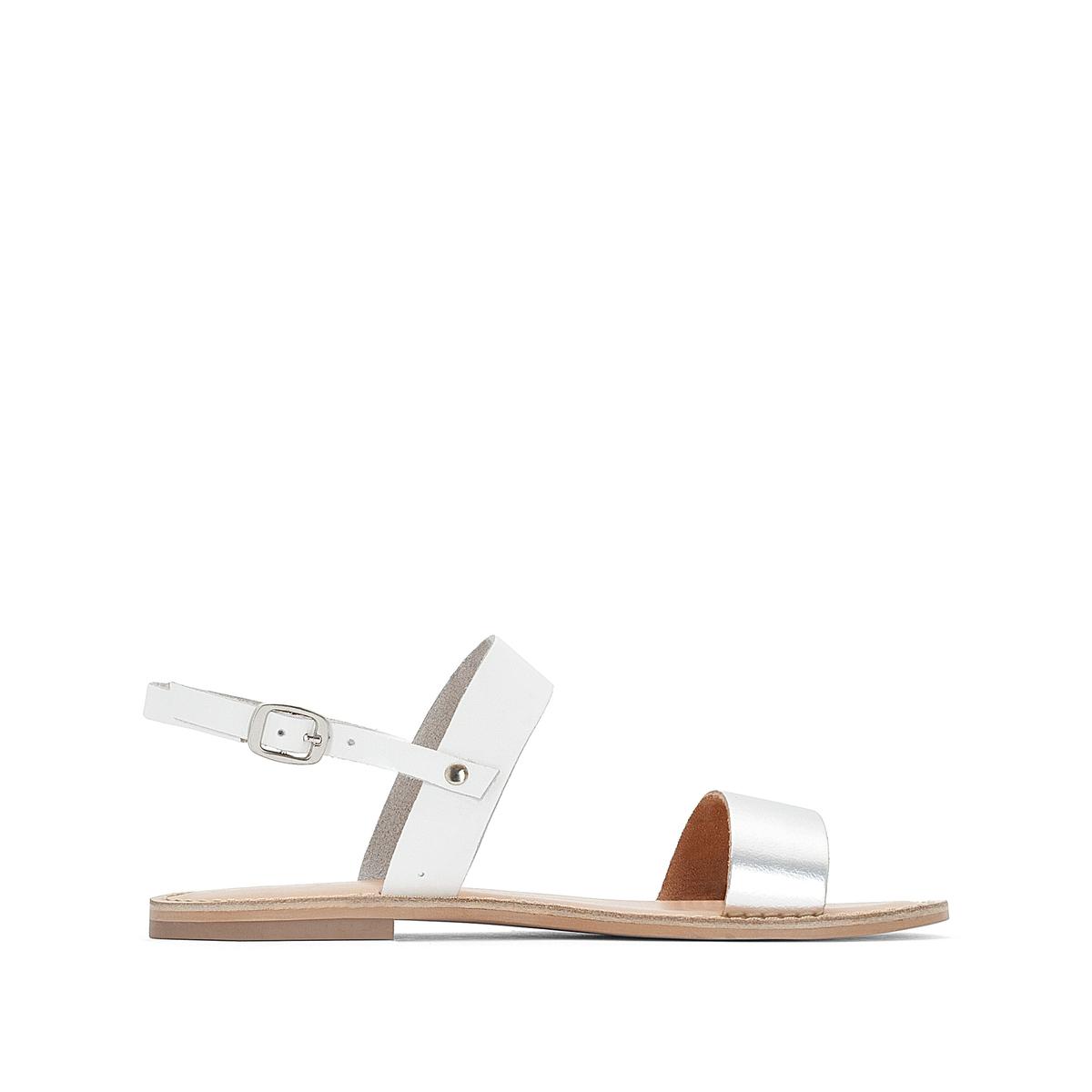 Sandálias em pele, fivela metalizada