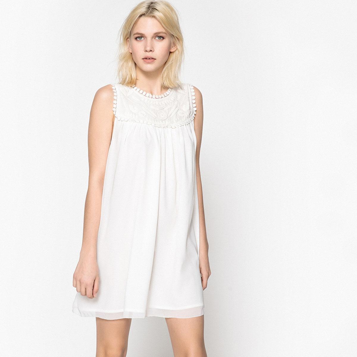 Платье короткое, прямое, однотонное, без рукавовОписание:Детали •  Форма: прямая •  Укороченная модель     •  Круглый вырезСостав и уход •  100 % полиэстер •  Следуйте советам по уходу, указанным на этикетке<br><br>Цвет: белый<br>Размер: M.S