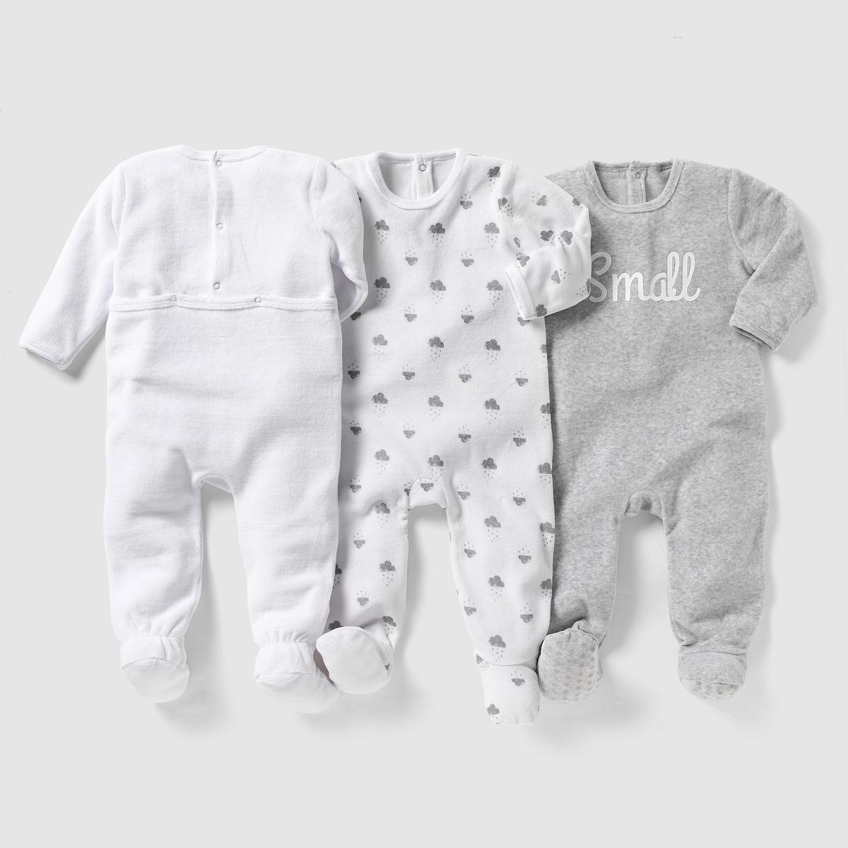 3 пижамы из велюра 0 мес-3 летКомплект из 3 велюровых пижам. В комплект входят: 1 пижама с рисунком облака + 1 однотонная пижама с рисунком пингвин спереди + 1 однотонная пижама с надписью спереди. Клапан на кнопках и застежка на кнопки сзади. Нескользящая подошва начиная с размера 74 см (12 месяцев), эластичные вставки сзади для лучшей поддержки  Состав и описаниеМатериал      75 % хлопка, 25 % полиэстера  Марка       R ?ditionУход:Стирать и гладить с изнаночной стороныМашинная стирка при 30 °С на умеренном режиме с вещами схожих цветовМашинная сушка в умеренном режимеГладить при умеренной температуре.Знак марки отпечатан с внутренней стороны и не напечатан на пришитой этикетке сзади, чтобы не вызвать раздражение или зуд на коже ребенка .<br><br>Цвет: серый меланж + антрацит + белый<br>Размер: 0 мес. - 50 см.3 мес. - 60 см.6 мес. - 67 см.2 года - 86 см.3 года - 94 см
