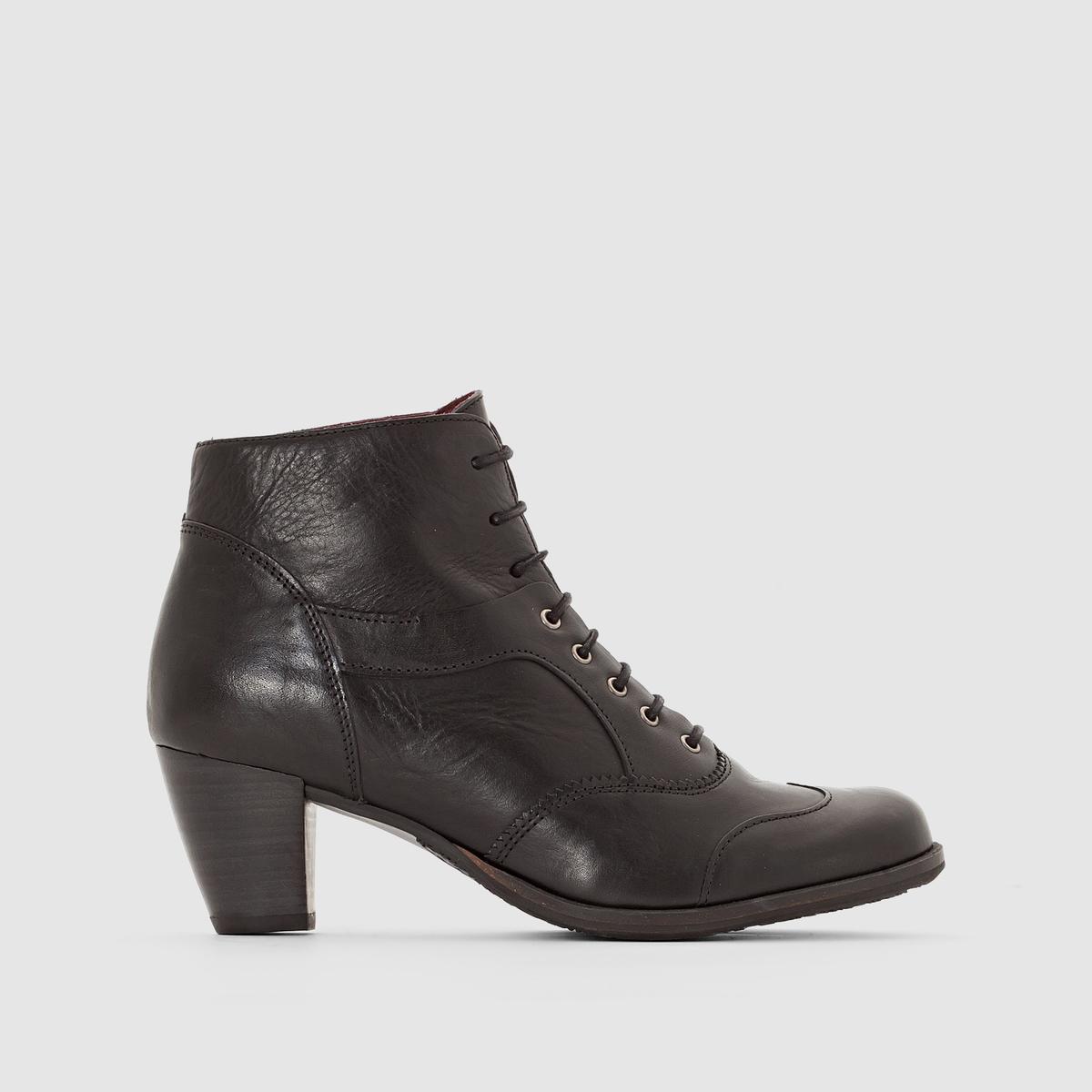 Ботильоны из кожи на каблуке и шнуровке ValynВерх/ Голенище : Яловичная кожа     Подкладка : Кожа   Стелька :  Кожа   Подошва : каучук.   Высота каблука : Средний (от 4 до 6 см) Высота голенища  : 10 см   Застежка : шнуровка.<br><br>Цвет: черный