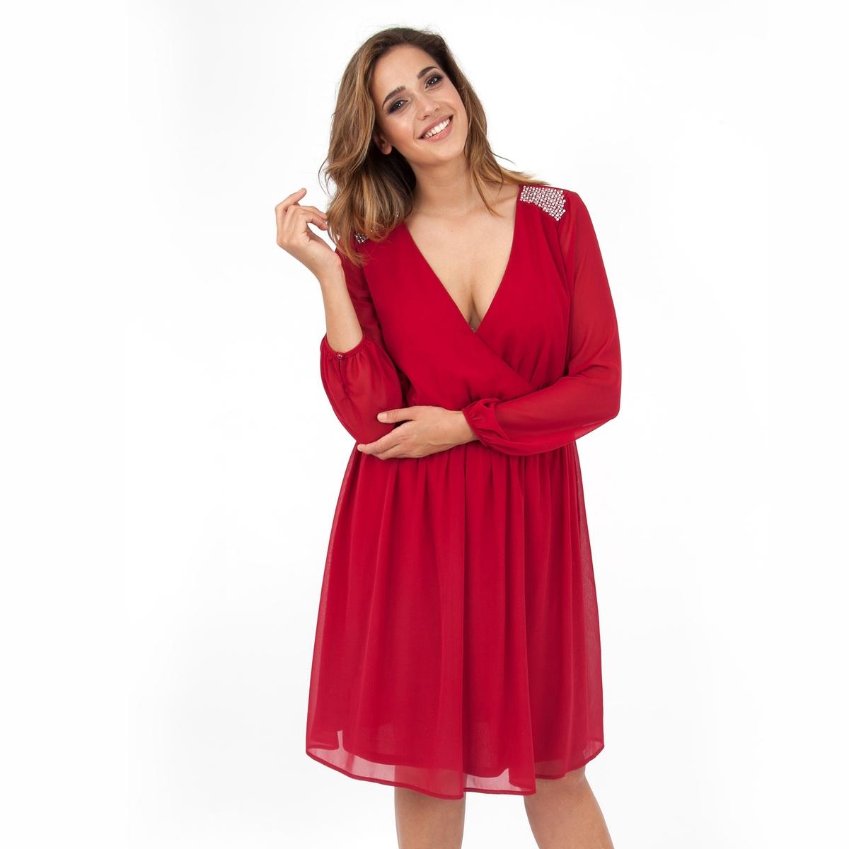 ПлатьеПлатье с длинными рукавами - LOVEDROBE. Область плеча расшита бисером. Платье притягательного красного цвета с красивым вырезом декольте. Длина ок.104 см. 100% полиэстера.<br><br>Цвет: бордовый